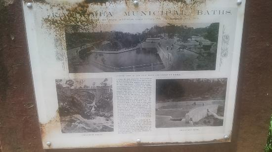 Leura, Australien: Display sign about Municipal bath that existed ages ago.