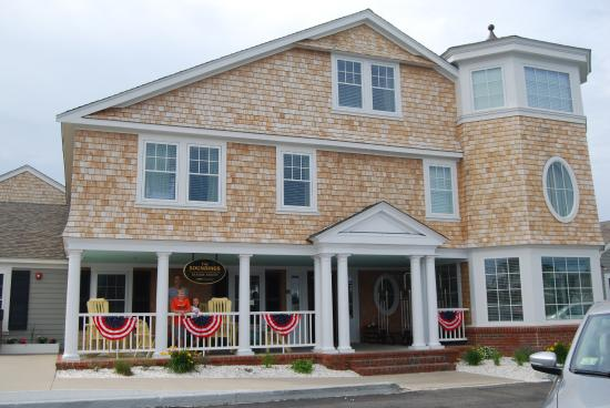 Dennis Port, MA: Beautifully renovated building and decorated for the 4th of July