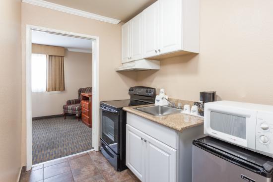 La Mesa, CA: Few Rooms with Kitchenette