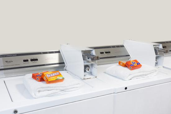 La Mesa, CA: Guest Laundry Room with all amenities