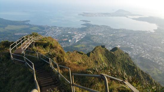 Kaneohe, Χαβάη: Overview of the Haiku Stairs from close to the top.