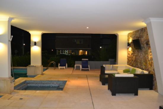 Jamaica Hotel: Lounge de la piscina