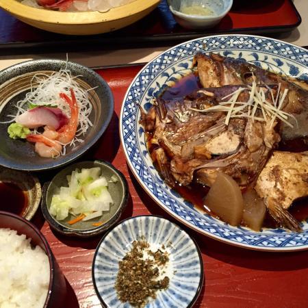 Tsuruga, Japón: 煮魚定食