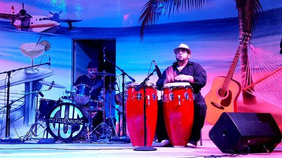 Hollywood Beach: Drummers, Latin band