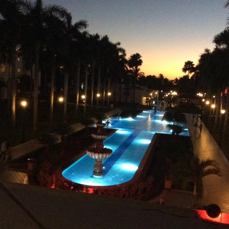 Hotel Riu Jalisco: The grounds at sunset