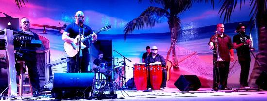 Hollywood Beach: A Latin band