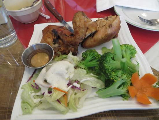 Fontana, Kaliforniya: Very tasty chicken plate!