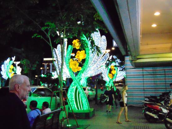 Oscar Saigon Hotel : The light display on Nguyen Hue Street