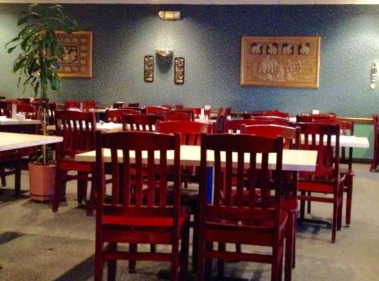 Chanhassen, MN: Na's Thai Cafe dining room.