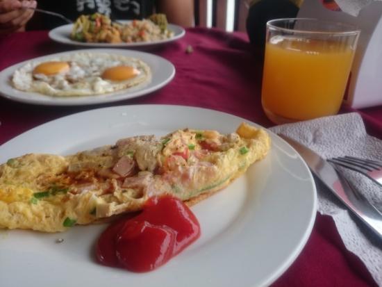 The Elephant Crossing Hotel: Breakfast