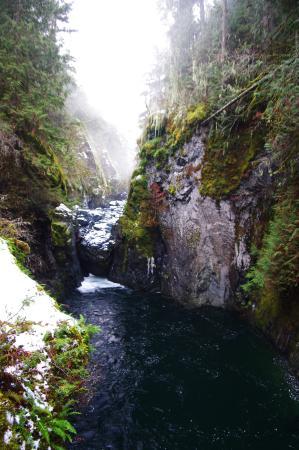 Nanaimo, Kanada: Lower falls at the bottom of the canyon.