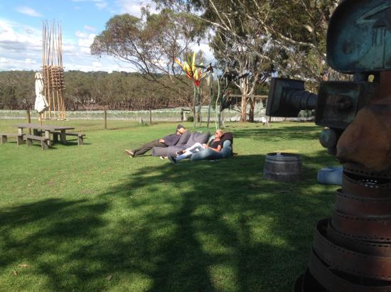 Moorooduc, Australië: Using the loungers