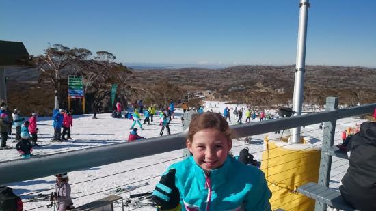 Perisher Valley, Australie : Phoebe lunch at half way