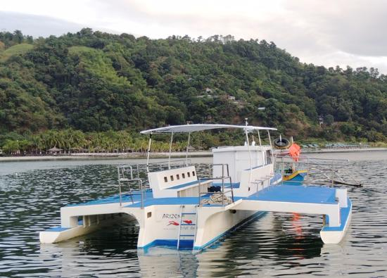 Subic, Filipinas: The sugar-scoop stern makes for easy boarding.