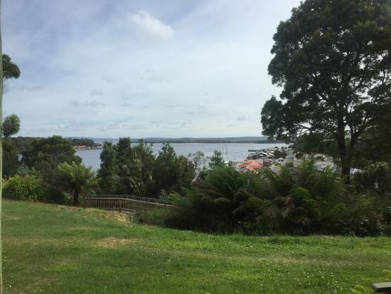 Strahan, أستراليا: view from porch of hilltop executive harbour view room