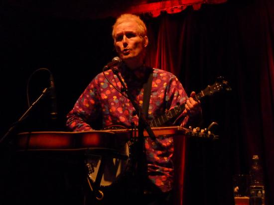 The Trades Club: Dave Crickmore of colourful shirt with Steve Tilston 3rd Feb