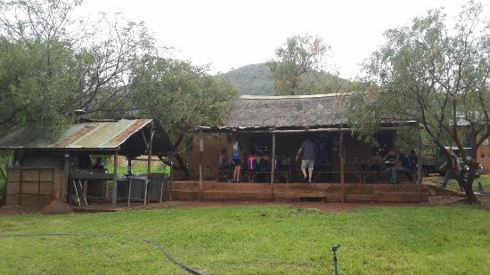"Hartbeespoort, แอฟริกาใต้: Main ""house/bar"" with pizza shed on the left."