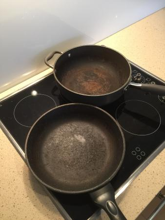 Burleigh Heads, Avustralya: The lovely pans we were supposed to cook with !!