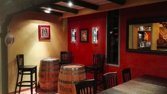 Lormont, France: Un espace sympathique et convivial pour partager un apéritif près du bar