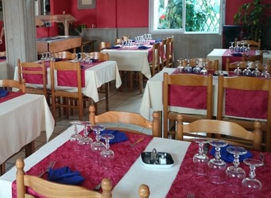 restaurant hotel restaurant au petit bonheur dans la tranche sur mer avec cuisine fran aise. Black Bedroom Furniture Sets. Home Design Ideas