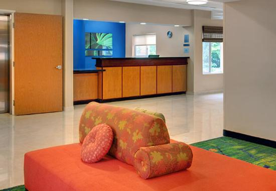 Fairfield Inn & Suites Seattle Bellevue/Redmond: Lobby