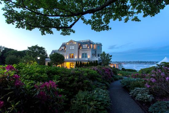 The Chanler at Cliff Walk: Exterior at dusk