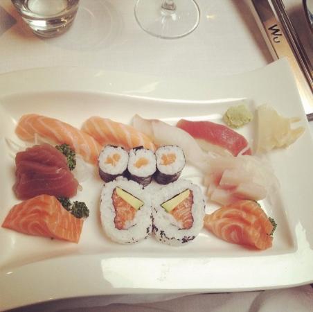 Piatto Sushi Sashimi Con Salmone E Tonno Pesce Fresco Di Ottima