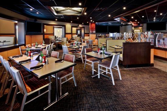 Elgin, IL: Bennigan's Dining Area