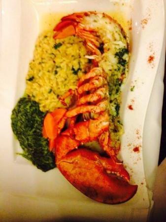 Auberge Saint-Hubert : Venez déguster nos homards de notre propre vivier, réputés pour leur fraîcheur et la finesse de