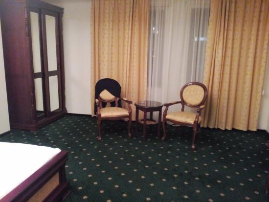 Victoria Hotel: chair