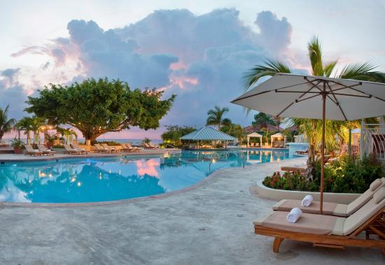 Beaches Ocho Rios Resort & Golf Club: Main Pool Evening