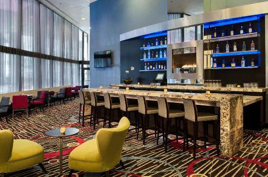Doubletree by Hilton Chicago Magnificent Mile: Lobby Bar