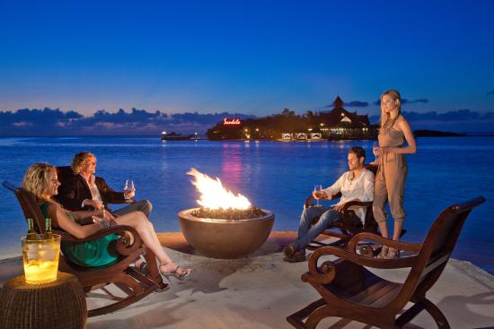 Sandals Royal Caribbean Resort and Private Island : Beachfront Fire Pits