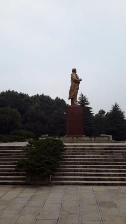 Liu Shaoqi Memorial Hall: Bronze statue
