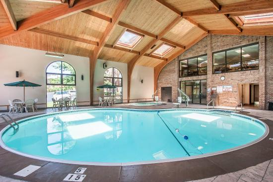 Comfort Inn at Thousand Hills: Pool