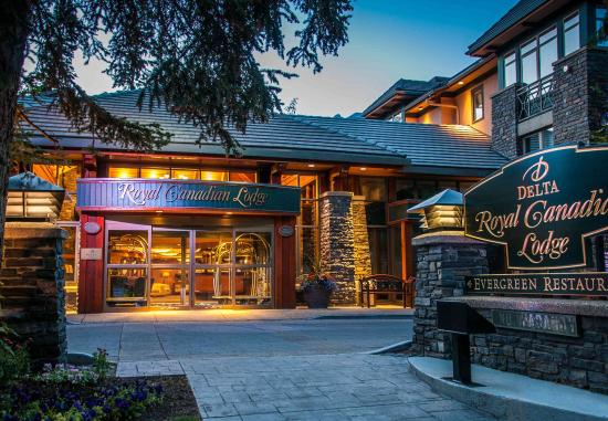 Delta Banff Royal Canadian Lodge: Exterior