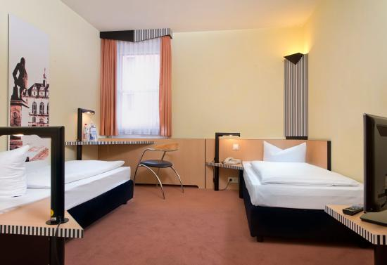 TRYP by Wyndham Halle: Twin bed