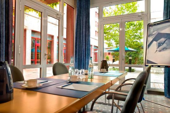 TRYP by Wyndham Halle: Meeting room