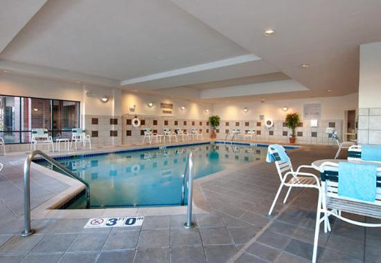 Courtyard by Marriott Madison East: Indoor Pool & Whirlpool