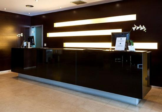 AC Hotel Genova by Marriott: Front Desk
