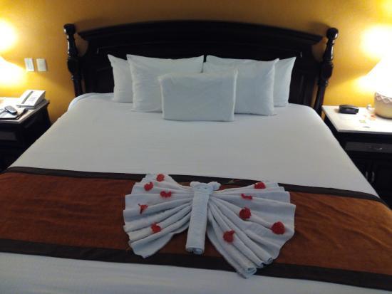 Sensimar Seaside Suites & Spa: Maids work