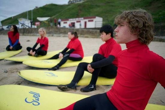 ‪Saltburn Surf School‬