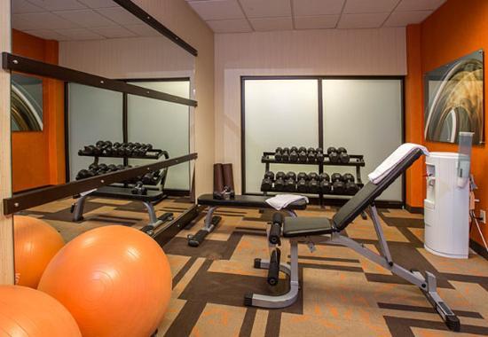 Raynham, MA: Fitness Center - Free Weights