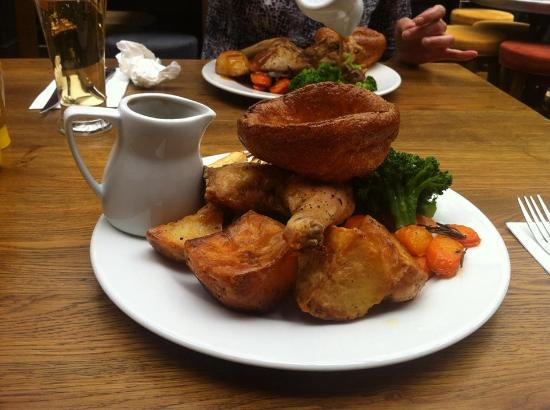 Greater London, UK: Roast Chicken Sunday Lunch