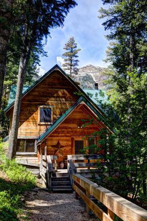 Sundance Resort: Balsam Cabin Outside