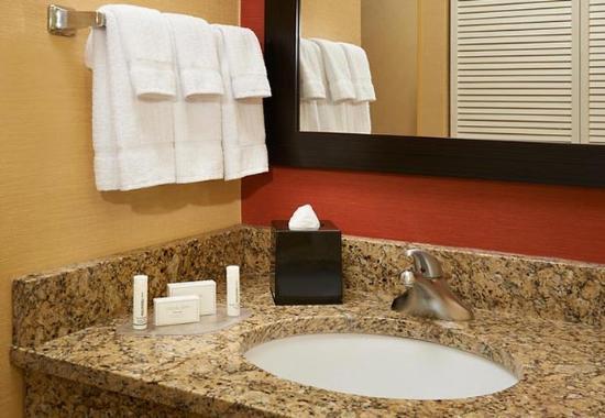 Utica, MI: Suite Vanity