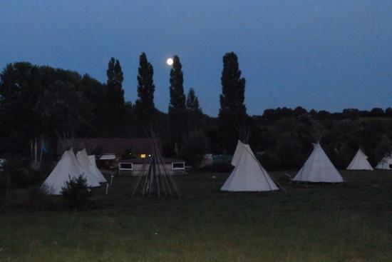 Brulon, Frankrig: veillé sur le camp, pleine lune.