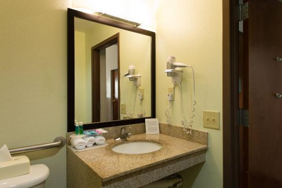 Walterboro, Güney Carolina: Handicap Accessible Bathroom Vanity