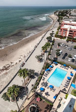 Crowne Plaza Ventura Beachside Pool