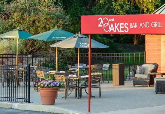 Racine, WI: 20 & Oakes Restaurant  - Outdoor Seating